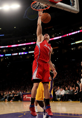 LOS ANGELES, CA - FEBRUARY 25:  Blake Griffin #32 of the Los Angeles Clippers dunks against the Los Angeles Lakers at Staples Center on February 25, 2011 in Los Angeles, California. The Lakers won 108-95.  NOTE TO USER: User expressly acknowledges and agr