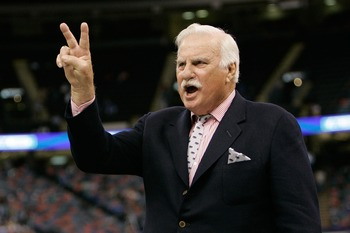 NEW ORLEANS - DECEMBER 21:  Head coach Howard Schnellenberger of the Florida Atlantic University Owls calls a play against the Memphis University Tigers  in the New Orleans Bowl on December 21, 2007 at the Louisiana Superdome in New Orleans, Louisiana.