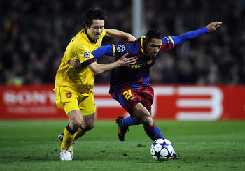 BARCELONA, SPAIN - MARCH 08:  Adriano of FC Barcelona (R) duels for the ball against Tomas Rosicky of Arsenal during the UEFA Champions League round of 16 second leg match between Barcelona and Arsenal at the Camp Nou stadium on March 8, 2011 in Barcelona
