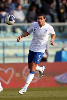 EMPOLI, ITALY - FEBRUARY 08: Jack Rodwell of England in action during the international friendly match between Italy U21 and England U21 at Stadio Carlo Castellani on February 8, 2011 in Empoli, Italy.  (Photo by Gabriele Maltinti/Getty Images)