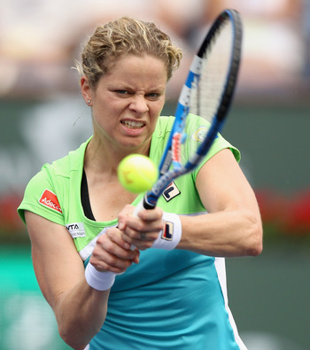 INDIAN WELLS, CA - MARCH 13:  Kim Clijsters of Belgium returns a shot to Sara Errani of Italy during the BNP Paribas Open at the Indian Wells Tennis Garden on March 13, 2011 in Indian Wells, California.  (Photo by Ezra Shaw/Getty Images)
