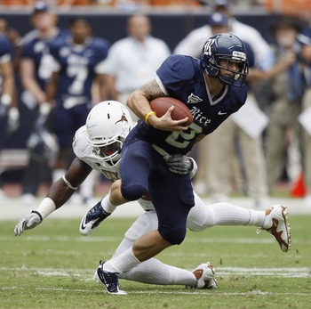 HOUSTON - SEPTEMBER 04:  Running back Sam McGuffie #2 of the Rice Owls rushes past safety Kenny Vaccaro #16 of the Texas Longhorns at Reliant Stadium on September 4, 2010 in Houston, Texas.  (Photo by Bob Levey/Getty Images)