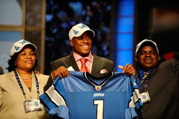 NEW YORK - APRIL 22:  Jahvid Best from the California Golden Bears poses with family as he holds up a Detroit Lions jersey after the Lions selected Best number 30 overall during the first round of the 2010 NFL Draft at Radio City Music Hall on April 22, 2