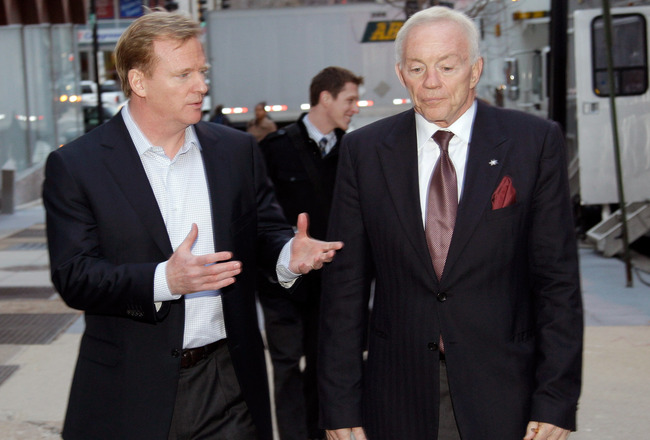 WASHINGTON, DC - MARCH 11:  NFL Commissioner Roger Goodell (L) and Dallas Cowbosy owner Jerry Jones (R) talk outside the Federal Mediation and Conciliation Service building March 11, 2011 in Washington, DC. The NFLPA has filed for decertification and will