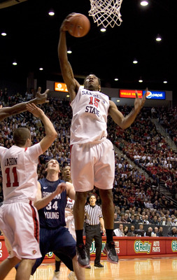 SAN DIEGO, CA - FEBRUARY 26: Kawhi Leonard #15 of the San Diego State Aztecs rebounds the ball against the Brigham Young Cougars during the first half at Cox Arena on February 26, 2011 in San Diego, California. (Photo by Kent Horner/Getty Images)