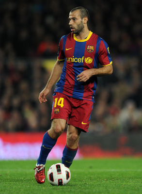 BARCELONA, SPAIN - MARCH 05:  Javier Mascherano of Barcelona controls the ball during the la Liga match between Barcelona and Real Zaragoza at the Camp Nou stadium on March 5, 2011 in Barcelona, Spain.  (Photo by Jasper Juinen/Getty Images)