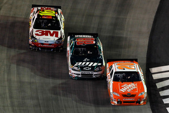 Junior makes it three-wide at Bristol.