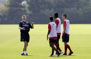 LONDON COLNEY, UNITED KINGDOM - SEPTEMBER 11:  Arsene Wenger of Arsenal gives a heading lesson to his players during an Arsenal training session at the Arsenal training ground on September 11, 2006 in London Colney, England.  (Photo by Jamie McDonald/Gett
