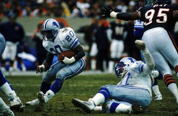 10 Dec 1989: Barry Sanders #20 of the Detroit Lions carries the ball during a game against the Chicago Bears. The Lions defeated the Bears 27-17. Mandatory Credit: Jonathan Daniel  /Allsport