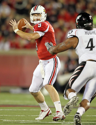 LOUISVILLE, KY - OCTOBER 15:  Adam Froman #9 of  the Louisville Cardinals throws a pass during the Big East Conference game against the Cincinnati Bearcats at Papa John's Cardinal Stadium on October 15, 2010 in Louisville, Kentucky.  (Photo by Andy Lyons/