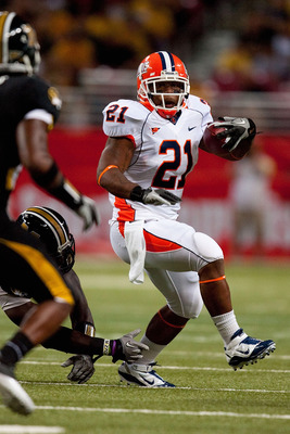 ST. LOUIS - SEPTEMBER 4: Jason Ford #21 of the University of Illinois Fighting Illini rushes against the University of Missouri Tigers during the State Farm Arch Rivalry game on September 4, 2010 at the Edward Jones Dome in St. Louis, Missouri.  The Tiger