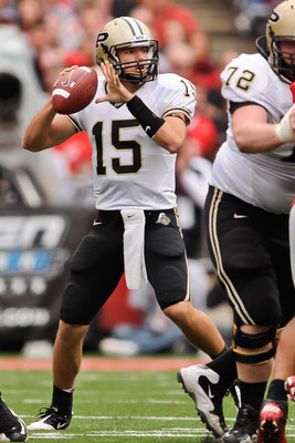 COLUMBUS, OH - OCTOBER 23:  Quarterback Rob Henry #15 of the Purdue Boilermakers drops back to pass against the Ohio State Buckeyes at Ohio Stadium on October 23, 2010 in Columbus, Ohio.  (Photo by Jamie Sabau/Getty Images)
