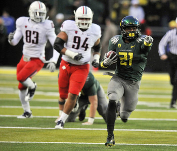 EUGENE, OR - NOVEMBER 26: Running back LaMichael James #21 of the Oregon Ducks runs with the ball in the first quarter of the game against the Arizona Wildcats at Autzen Stadium on November 26, 2010 in Eugene, Oregon. (Photo by Steve Dykes/Getty Images)