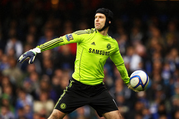 LONDON, ENGLAND - FEBRUARY 19:  Goalkeeper Petr Cech of Chelsea throws out the ball during the FA Cup sponsored by E.ON 4th round replay match between Chelsea and Everton at Stamford Bridge on February 19, 2011 in London, England.  (Photo by Richard Heath