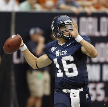 HOUSTON - SEPTEMBER 04:  Quarterback Taylor McHargue #16 of the Rice Owls throws downfield against the Texas Limghorns> at Reliant Stadium on September 4, 2010 in Houson, Texas.  (Photo by Bob Levey/Getty Images)