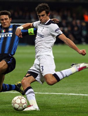 MILAN, ITALY - OCTOBER 20:  Gareth Bale of Tottenham Hotspur shapes to shoot and score his second goal during the UEFA Champions League Group A match between FC Internazionale Milano and Tottenham Hotspur at the Stadio Giuseppe Meazza on October 20, 2010