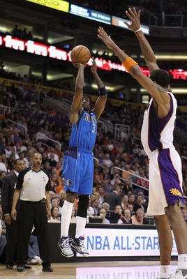 PHOENIX, AZ - FEBRUARY 17:  Jason Terry #31 of the Dallas Mavericks attempts a shot over Channing Frye #8 of the Phoenix Suns during the NBA game at US Airways Center on February 17, 2011 in Phoenix, Arizona.  The Mavericks defeated the Suns 112-106. NOTE