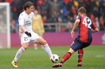 GENOA, ITALY - MARCH 13: Armin Bacinovic (L) of Palermo is challenged by Miguel Veloso of Genoa during the Serie A match between Genoa CFC and US Citta di Palermo at Stadio Luigi Ferraris on March 13, 2011 in Genoa, Italy.  (Photo by Tullio M. Puglia/Gett