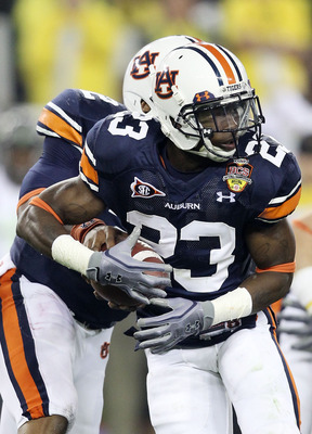 GLENDALE, AZ - JANUARY 10:  Onterio McCalebb #23 of the Auburn Tigers runs down field against the Oregon Ducks during the Tostitos BCS National Championship Game at University of Phoenix Stadium on January 10, 2011 in Glendale, Arizona.  (Photo by Christi