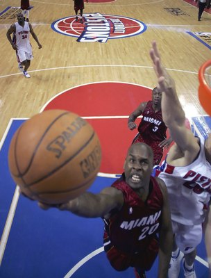 AUBURN HILLS, MI - MAY 25:  Gary Payton #20 of the Miami Heat shoots a layup over Tayshaun Prince #22 of the Detroit Pistons in game two of the Eastern Conference Finals during the 2006 NBA Playoffs on May 25, 2006 at the Palace of Auburn Hills in Auburn