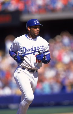 18 Aug 2000: Gary Sheffield #10 of the Los Angeles Dodgers runs the bases during the game against the New York Mets at Dodger Stadium in Los Angeles, California.  The Dodgers defeated the Mets 1-4.Mandatory Credit: Stephen Dunn  /Allsport
