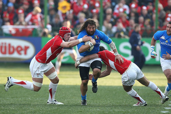 ROME, ITALY - FEBRUARY 26: Martin Castrogiovanni (C) of Italy is tackled during the RBS Six Nations match between Italy and Wales on February 26, 2011 in Rome, Italy.  (Photo by Paolo Bruno/Getty Images)