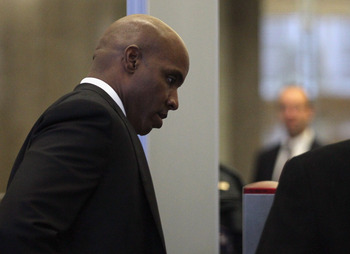 SAN FRANCISCO, CA - MARCH 21:  Former Major League Baseball player Barry Bonds goes through a security screening as he arrives for the first day of his perjury trial on March 21, 2011 in San Francisco, California. Barry Bonds' perjury trial begins today a