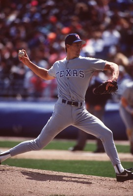 TEXAS RANGERS PITCHER KEVIN BROWN DELIVERS A PITCH DURING THE 1992 MAJOR LEAGUE BASEBALL SEASON AT COMISKEY PARK IN CHICAGO, ILLINOIS.