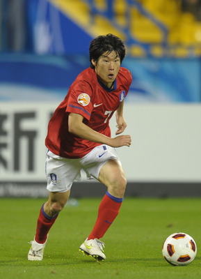 DOHA, QATAR - JANUARY 25: Ji-Sung Park of Korea in action during the AFC Asian Cup Semi Final match between Japan and South Korea at Al-Gharafa Stadium on January 25, 2011 in Doha, Qatar.  (Photo by Koki Nagahama/Getty Images)