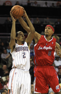 CHARLOTTE, NC - MARCH 07:  Jamario Moon #8 of the Los Angeles Clippers tries to stop Shaun Livingston #2 of the Charlotte Bobcats during their game at Time Warner Cable Arena on March 7, 2011 in Charlotte, North Carolina. NOTE TO USER: User expressly ackn