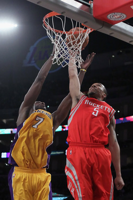 LOS ANGELES, CA - FEBRUARY 01:  Lamar Odom #7 of the Los Angeles Lakers and Courtney Lee #5 of the Houston Rockets battle for a rebound in the second half at Staples Center on February 1, 2011 in Los Angeles, California. The Lakers defeated the Rockets 11