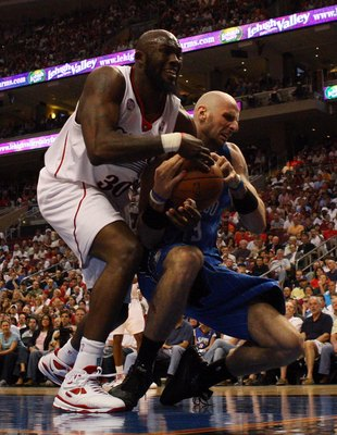 PHILADELPHIA - APRIL 26:  Reggie Evans #33 of the Philadelphia 76ers battles for the ball against Marcin Gortat #13 of the Orlando Magic during Game Four of the Eastern Conference Quarterfinals during the 2009 NBA Playoffs at the Wachovia Center on April