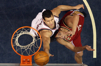 Kris Humphries protecting the rim.