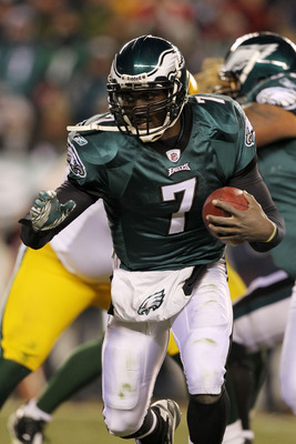 PHILADELPHIA, PA - JANUARY 09:  Michael Vick #7 of the Philadelphia Eagles runs with the ball against the Green Bay Packers during the 2011 NFC wild card playoff game at Lincoln Financial Field on January 9, 2011 in Philadelphia, Pennsylvania.  (Photo by