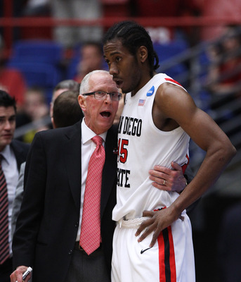 TUCSON, AZ - MARCH 19:  Head coach Steve Fisher talks to Kawhi Leonard #15 of the San Diego State Aztecs during their game against the Temple Owls the third round of the 2011 NCAA men's basketball tournament at McKale Center on March 19, 2011 in Tucson, A