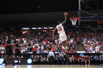 TUCSON, AZ - MARCH 19:  Kawhi Leonard #15 of the San Diego State Aztecs dunks against the Temple Owls during the third round of the 2011 NCAA men's basketball tournament at McKale Center on March 19, 2011 in Tucson, Arizona.  (Photo by Christian Petersen/
