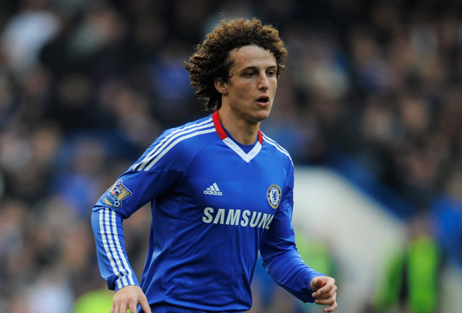 LONDON, ENGLAND - MARCH 20:  David Luiz of Chelsea in action during the Barclays Premier League match between Chelsea and Manchester City at Stamford Bridge on March 20, 2011 in London, England.  (Photo by Michael Regan/Getty Images)