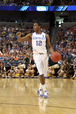 TAMPA, FL - MARCH 19:  Brandon Knight #12 of the Kentucky Wildcats runs the offense against the West Virginia Mountaineers during the third round of the 2011 NCAA men's basketball tournament at St. Pete Times Forum on March 19, 2011 in Tampa, Florida. Ken