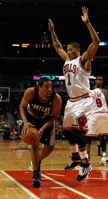 CHICAGO - FEBRUARY 26: Andre Miller #24 of the Portland Trail Blazers looks to pass as Derrick Rose #1 of the Chicago Bulls defends at the United Center on February 26, 2010 in Chicago, Illinois. The Bulls defeated the Trail Blazers 115-111 in overtime. N