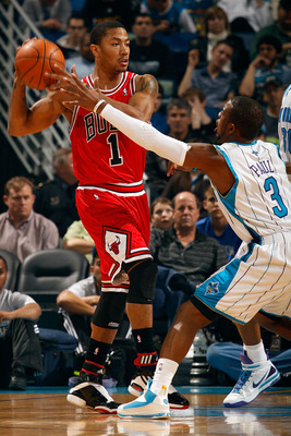 NEW ORLEANS - JANUARY 29:  Derrick Rose #1 of the Chicago Bulls looks to pass the ball around Chris Paul #3 of the New Orleans Hornets at the New Orleans Arena on January 29, 2010 in New Orleans, Louisiana.   NOTE TO USER: User expressly acknowledges and
