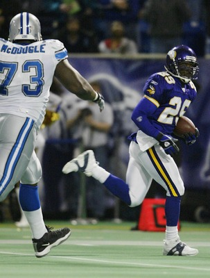 MINNEAPOLIS - NOVEMBER 23:  Brian Williams #29 of the Minnesota Vikings runs the ball past Stockar McDougle #73 of the Detroit Lions and in for a touchdown  on November 23, 2003 at the Hubert H. Humphrey Metrodome in Minneapolis, Minnesota. Williams inter