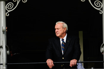ST ANDREWS, SCOTLAND - JULY 13:  Arnold Palmer of the USA stands on the balcony before the past champions dinner before the 139th Open Championship on the Old Course, St Andrews on July 13, 2010 in St Andrews, Scotland.  (Photo by Stuart Franklin/Getty Im