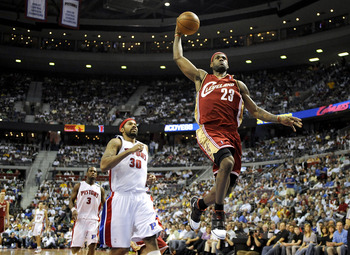 AUBURN HILLS, MI - APRIL 24:  LeBron James #23 of the Cleveland Cavaliers gets to the basket for a dunk past Rasheed Wallace #30 of the Detroit Pistons in Game Three of the Eastern Conference Quarterfinals during the 2009 NBA Playoffs at the Palace of Aub