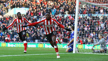 SUNDERLAND, ENGLAND - DECEMBER 18:  Danny Wellbeck of Sunderland celebrates his goal during the Barclays Premier League match between Sunderland and Bolton Wanderers at Stadium of Light on December 18, 2010 in Sunderland, England.  (Photo by Matthew Lewis