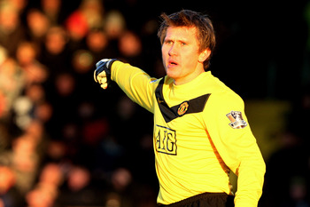 LONDON, ENGLAND - DECEMBER 19:  Tomasz Kuszczak of Manchester United directs his defence during the Barclays Premier League match between Fulham and Manchester United at Craven Cottage on December 19, 2009 in London, England.  (Photo by Phil Cole/Getty Im