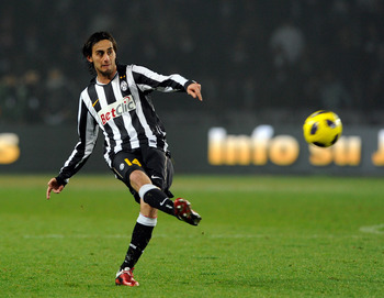 TURIN, ITALY - FEBRUARY 13:  Alberto Aquilani of Juventus FC during the Serie A match between Juventus FC and FC Internazionale Milano at Olimpico Stadium on February 13, 2011 in Turin, Italy.  (Photo by Claudio Villa/Getty Images)
