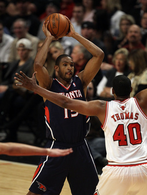 CHICAGO, IL - MARCH 11: Al Horford #15 of the Atlanta Hawks looks to pass against Kurt Thomas #40 of the Chicago Bulls at the United Center on March 11, 2011 in Chicago, Illinois. The Bulls defeated the Hawks 94-76. NOTE TO USER: User expressly acknowledg