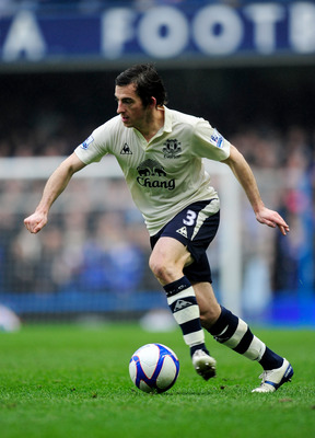 LONDON, ENGLAND - FEBRUARY 19:  Leighton Baines of Everton runs with the ball during the FA Cup sponsored by E.ON 4th round replay match between Chelsea and Everton at Stamford Bridge on February 19, 2011 in London, England.  (Photo by Jamie McDonald/Gett