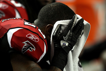 ATLANTA, GA - JANUARY 15:  William Moore #25 of the Atlanta Falcons covers his face with a towel on the bench against the Green Bay Packers during their 2011 NFC divisional playoff game at Georgia Dome on January 15, 2011 in Atlanta, Georgia. The Packers