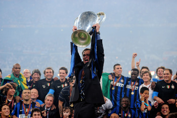 MADRID, SPAIN - MAY 22: Head coach Jose Mourinho of Inter Milan lifts the UEFA Champions League trophy following their team's victory at the end of the UEFA Champions League Final match between FC Bayern Muenchen and Inter Milan at the Estadio Santiago Be